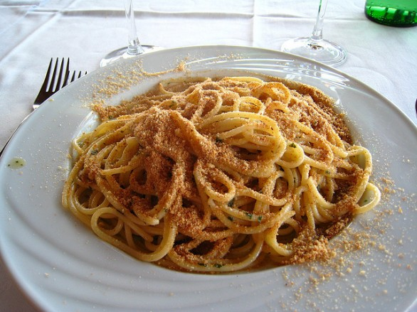 Le ricette The Hoppers: Pasta con mollica e Alici